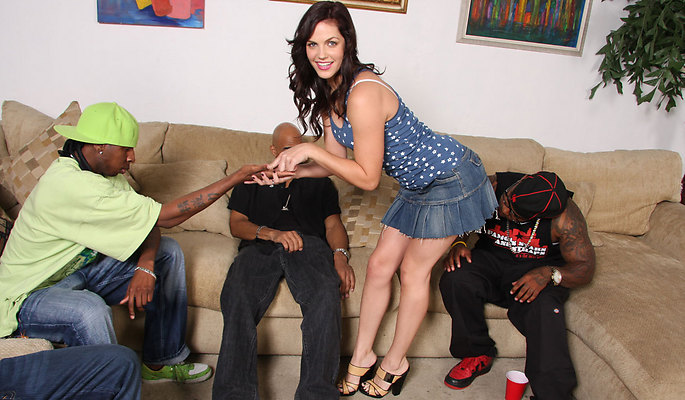 Bobbi Starr interracial sex video from Blacks On Blondes