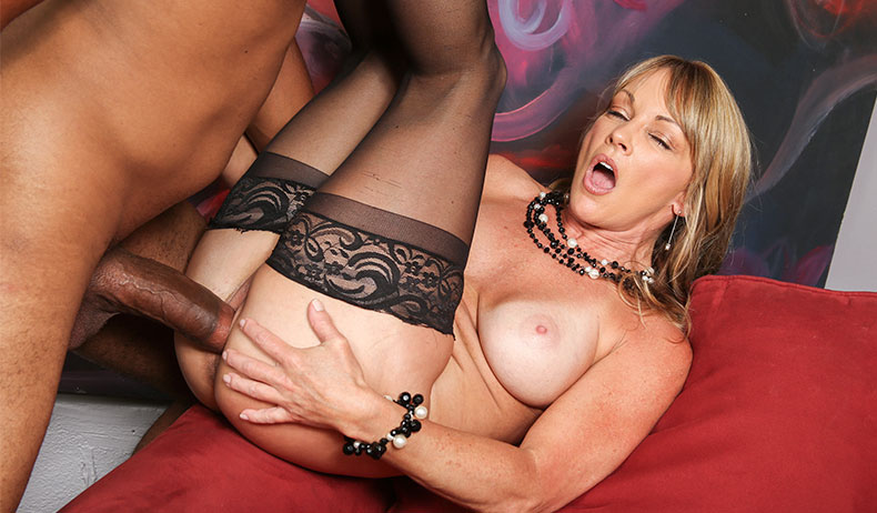 Black milf realtor fucks client outdoor 5