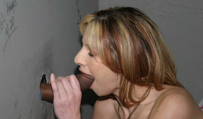 Lisa Marie amateur girls video from Glory Hole